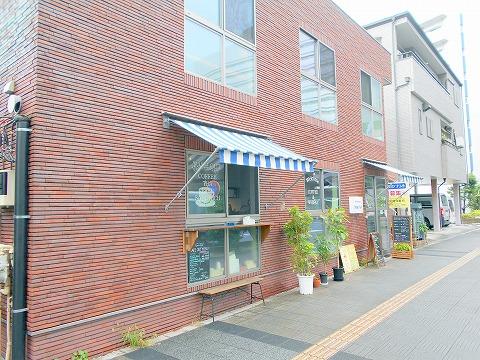 埼玉県さいたま市中央区上落合5丁目にある「cafe&roaster Strange Fruit カフェ&ロースター ストレンジフルーツ」外観