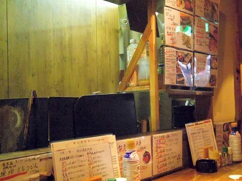 長野県長野市南長野にある焼鳥、居酒屋の「とりこまち」店内