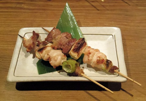長野県長野市南長野にある焼鳥、居酒屋の「とりこまち」地鶏串ねぎま