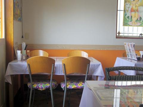 東京都日野市南平2丁目にあるネパール料理、インド料理、インドカレーのお店「インド・ネパールカレー レストラン ランザナ」店内