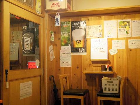 東京都板橋区成増2丁目にあるもつ料理、居酒屋の「串酒場タマリバ TAMARIBA」店内