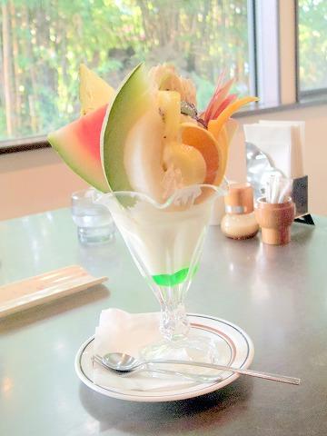 茨城県古河市小堤にある喫茶店「さがの」フルーツパフェ
