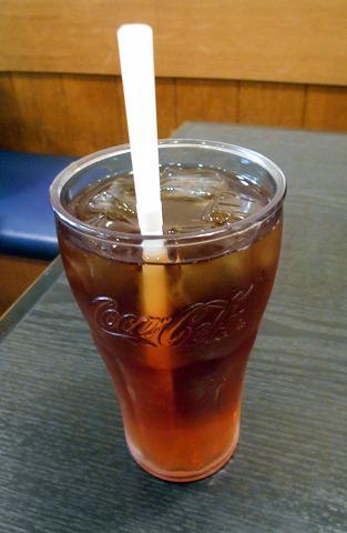 東京都新宿区新宿5丁目にある居酒屋「世界の山ちゃん 新宿花園店」ウーロン茶
