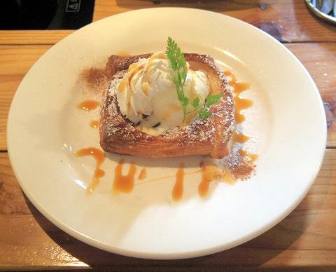 埼玉県入間市扇町屋4丁目にあるカフェ、ピザ、イタリアンの「ピザ屋のチーズカフェ」キャラメルアップルチーズ