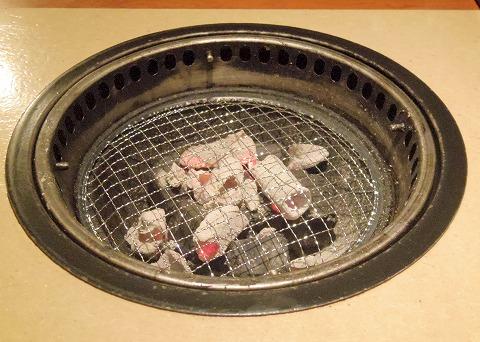 東京都板橋区成増2丁目にある焼肉店「牛角 成増店」炭火