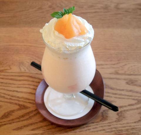 茨城県鉾田市玉田にあるカフェ「絶品ほしいも&café 寿や」メロンシェイク