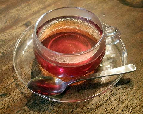 埼玉県川口市石神にありカフェ「senkiya センキヤ」オーガニックアッサム紅茶と季節のケーキ(ブルーベリーとフロマージュのショコラタルト)