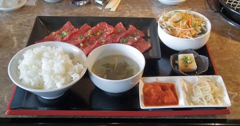 埼玉県草加市金明町にある焼肉店「焼肉ヒロ 新田店」和牛ロースセットをお肉1.5倍盛