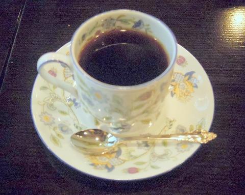 東京都練馬区関町北2丁目にある喫茶店・コーヒー専門店の「花冠」ブレンドコーヒーとチーズケーキのセット