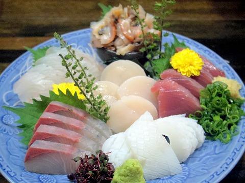 東京都中野区江原町3丁目にある居酒屋、海鮮料理、魚介料理の「和食 いのうえ」お刺身盛り合わせ(L)