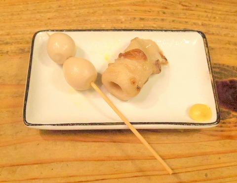 東京都新宿区新宿3丁目にある居酒屋「昆ぶ家 新宿三丁目店」お通し(うずらの卵とちくわ)