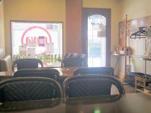 東京都練馬区関町北4丁目にあるフレンチのお店「Bistro CAFE GAVA ビストロカフェガヴァ」店内