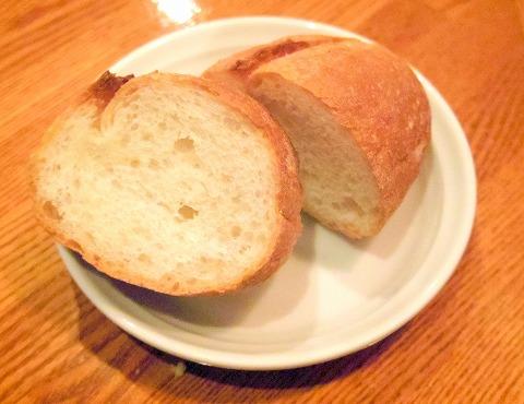 東京都練馬区関町北4丁目にあるフレンチのお店「Bistro CAFE GAVA ビストロカフェガヴァ」バケット