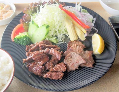 埼玉県越谷市北越谷4丁目にあるステーキ、レストランの「肉ダイニング たんと」国産牛 ハラミ焼・黒塩タン焼セット