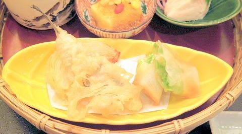 埼玉県川口市南鳩ヶ谷4丁目にある和食のお店「かごの屋 鳩ヶ谷店」なでしこ弁当