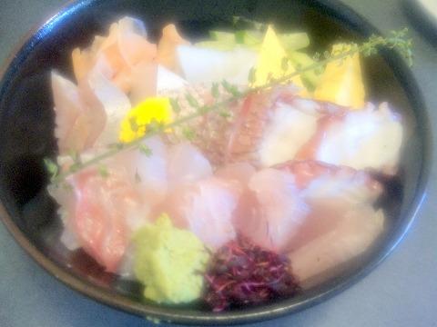 東京都東村山市栄町1丁目にある寿司店「ダイヤ寿司」地魚丼セット