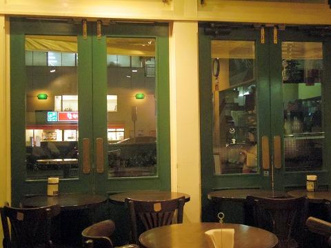 東京都中央区銀座8丁目にあるハンバーガーのお店「フレッシュネスバーガー FRESHNESS BURGER 銀座8丁目店」店内