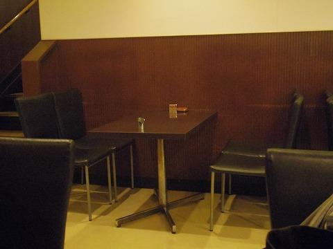 千葉県市川市市川1丁目にある喫茶店「COFFEE REST レスト」店内