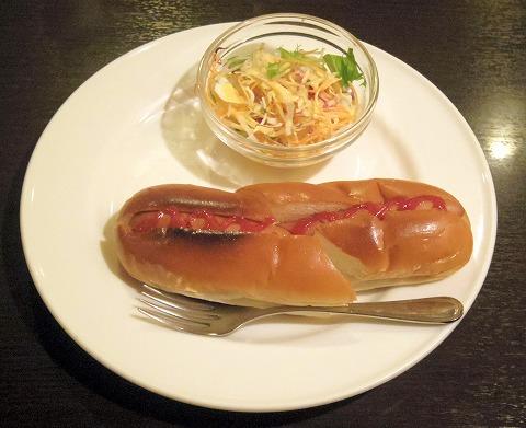 千葉県市川市市川1丁目にある喫茶店「COFFEE REST レスト」モーニングのホットドッグセット