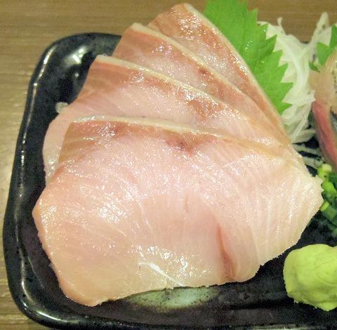神奈川県川崎市中原区木月1丁目にある居酒屋、魚介・海鮮料理のお店「さかなの台所 オリエンタル 西口店」今夜の一押し2種盛り(鰤と秋刀魚)