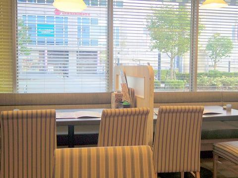 東京都立川市曙町2丁目にあるファミリーレストラン「ジョナサン 立川北口店」店内