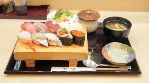 茨城県水戸市笠原町にある寿司、和食の「寿司ダイニング 福円」店長おすすめにぎり