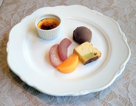 埼玉県さいたま市見沼区深作3丁目にあるフランス料理店「トロワ・ボー  Trois Beaux」Bランチのデザート