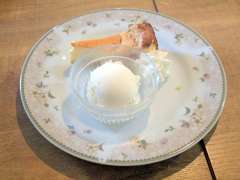 埼玉県春日部市栄町1丁目にある「カフェいちか Cafe Ichika」ラズベリーチーズケーキ