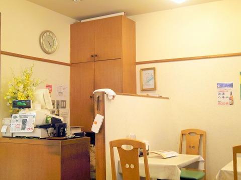 神奈川県横浜市保土ケ谷区岩井町にある中華料理店「和中餐館」店内
