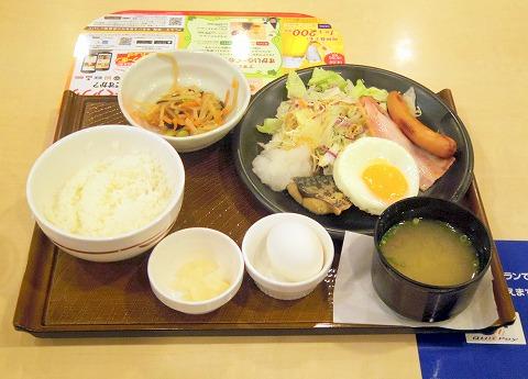 神奈川県川崎市川崎区駅前本町にあるファミリーレストラン「ガスト 京急川崎駅前店」よりどりバランス朝定食のゆで卵を別に付けて