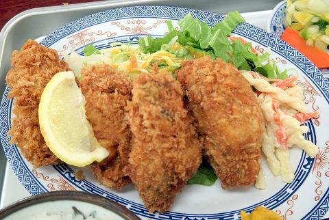 埼玉県春日部市小渕にある「市場食堂 秀子」カキフライ定食