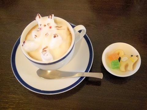 埼玉県春日部市小渕にあるカフェ「CAT BASE キャットベース」プレミアムカフェラテ(3D)