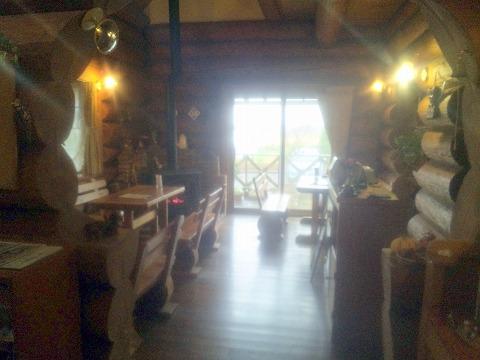 埼玉県春日部市増田新田にある喫茶店「カフェ ログハット」店内