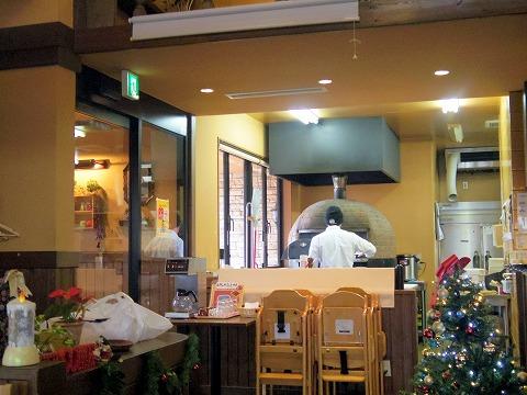 茨城県龍ケ崎市松ケ丘2丁目にあるイタリアンの「Pizzeria Tatsunoko ピッッェリア たつのこ」店内