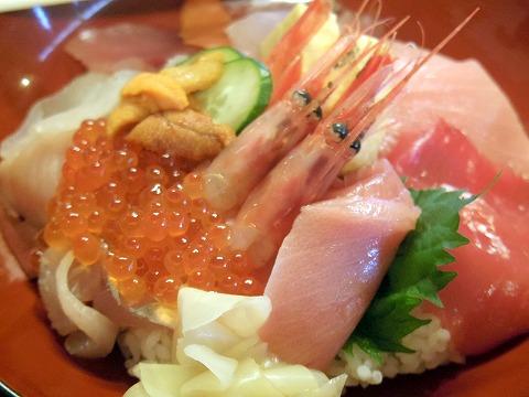 埼玉県春日部市小渕にある魚介・海鮮料理の「さかなや直営 食事処たむら水産」特上海鮮丼「たむら」