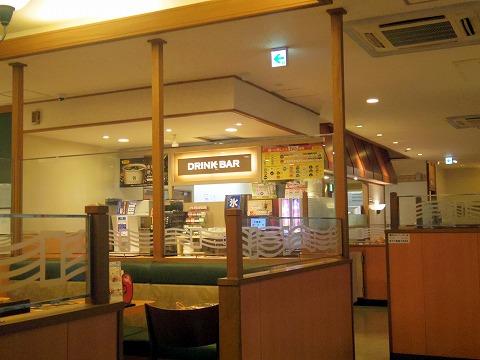 千葉県千葉市中央区富士見にあるファミリーレストラン「デニーズ 千葉富士見店」店内