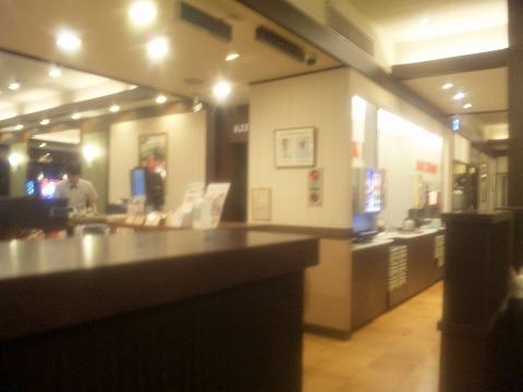 東京都練馬区石神井台6丁目にあるファミリーレストラン「ロイヤルホスト 石神井台店」店内