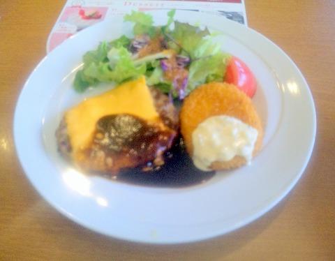 千葉県千葉市中央末広3丁目にあるファミリーレストランの「ココス 千葉末広店」チーズハンバーグデミグラスソース&コロッケ