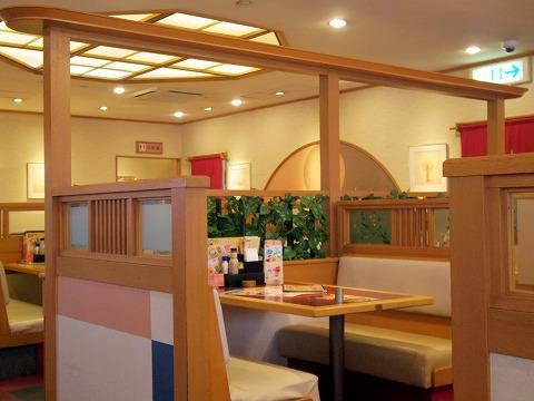 埼玉県狭山市富士見2丁目にある和食ファミリーレストランの「和食よへい 狭山富士見店」店内
