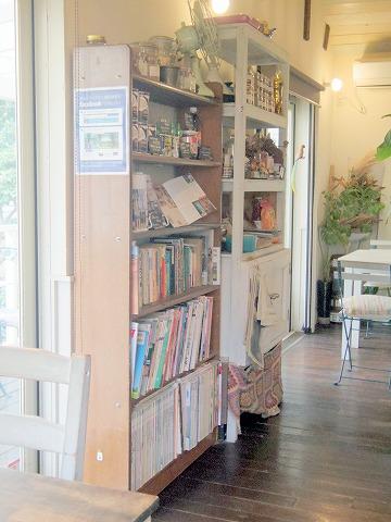 埼玉県入間市東町1丁目にあるカフェ「Mellow Food Cafe」店内
