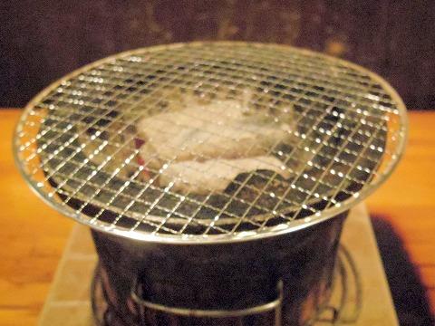 埼玉県越谷市千間台東1丁目にある焼肉、しゃぶしゃぶのお店「焼しゃぶ亭 翼」七輪
