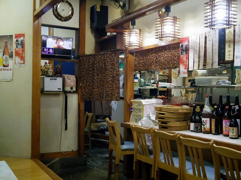 東京都葛飾区青戸3丁目にあるお好み焼、もんじゃ焼の「おか乃」店内
