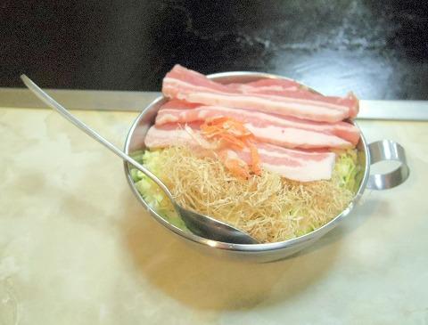 東京都葛飾区青戸3丁目にあるお好み焼、もんじゃ焼の「おか乃」豚天