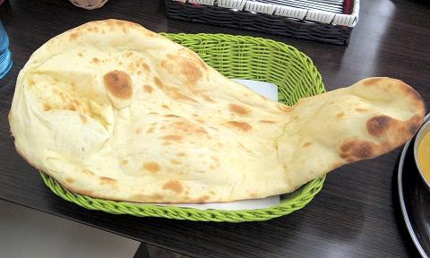 埼玉県所沢市和ケ原1丁目にあるインド料理の「サンガム Sangam 狭山ヶ丘店」おすすめタンドリーセットのナン