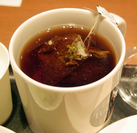 千葉県千葉市中央区新千葉1丁目にある「タリーズコーヒー TULLY's COFFEE ペリエ千葉カーニバル店」ポールパークドッグオリジナルとミニサラダとホットティー