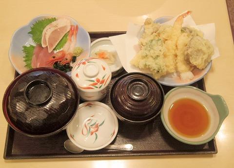 茨城県取手市藤代にあるファミリーレストラン「華屋与兵衛 藤代店」季節の天ぷら刺身御膳
