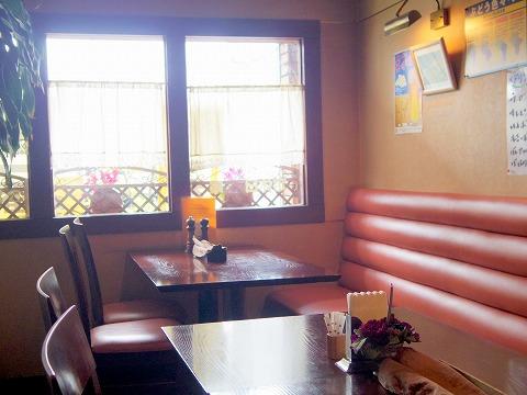 埼玉県越谷市蒲生寿町にあるステーキ・洋食のお店「ステーキ&バー セゾン」店内
