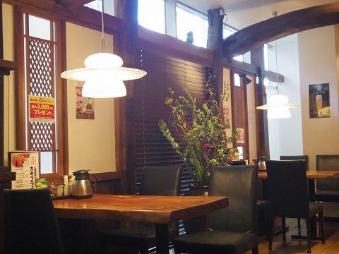 千葉県千葉市中央区富士見2丁目にあるステーキ、とんかつのお店「岡本庵 千葉店」店内
