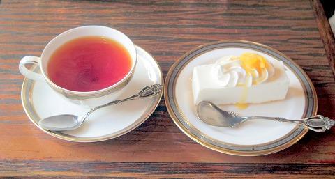 千葉県千葉市中央区富士見2丁目にある喫茶店「珈琲専科 ヨーロピアン」レアチーズケーキセット