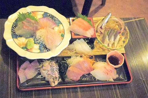神奈川県横浜市神奈川区子安通3丁目にある居酒屋「弥平  新子安店」大漁刺し盛り